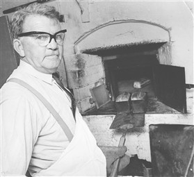 Photo:Arthur Howard and his oven
