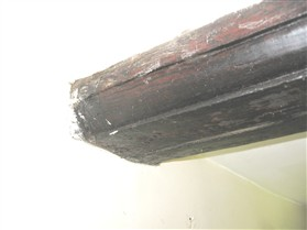 Photo:Ovolo moulding on the spine beam may indicate that this timber was re-used in No.16 from another property.