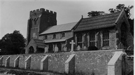 Photo:St Andrew's Church in the 1920s